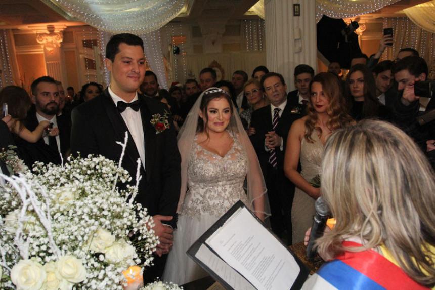 Ovako izgleda kad Karić udaje kćerku