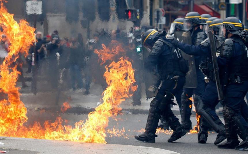 Sukob policije i demonstranata