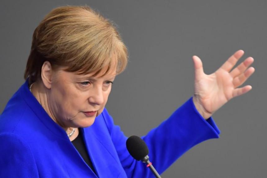 Merkelova: Neću podnijeti ostavku