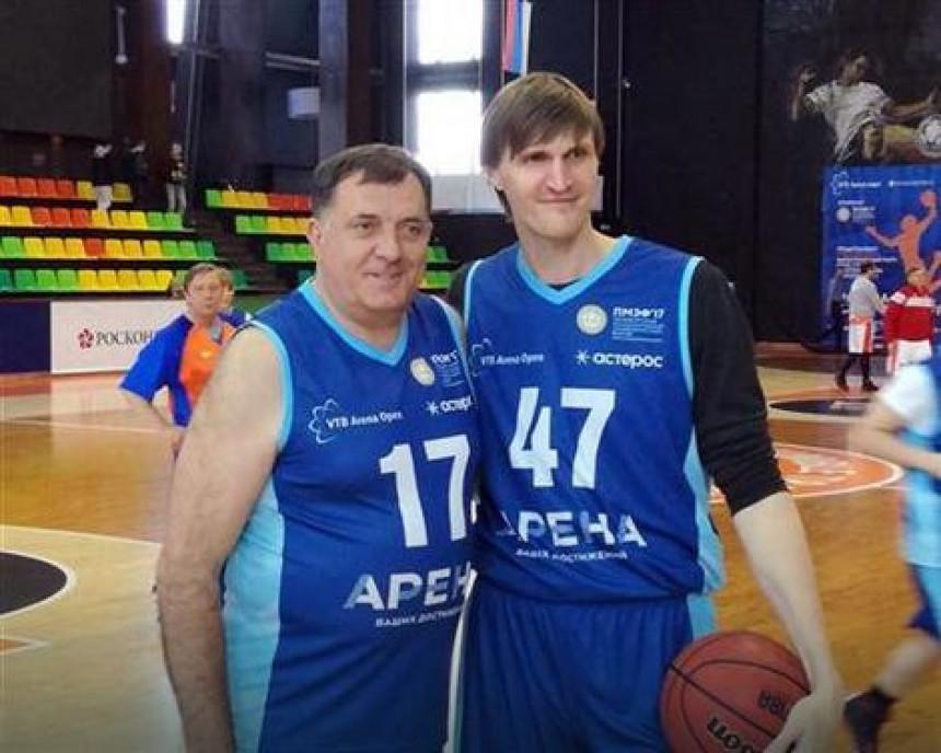 Dodik košarkaš u Sankt Peterburgu