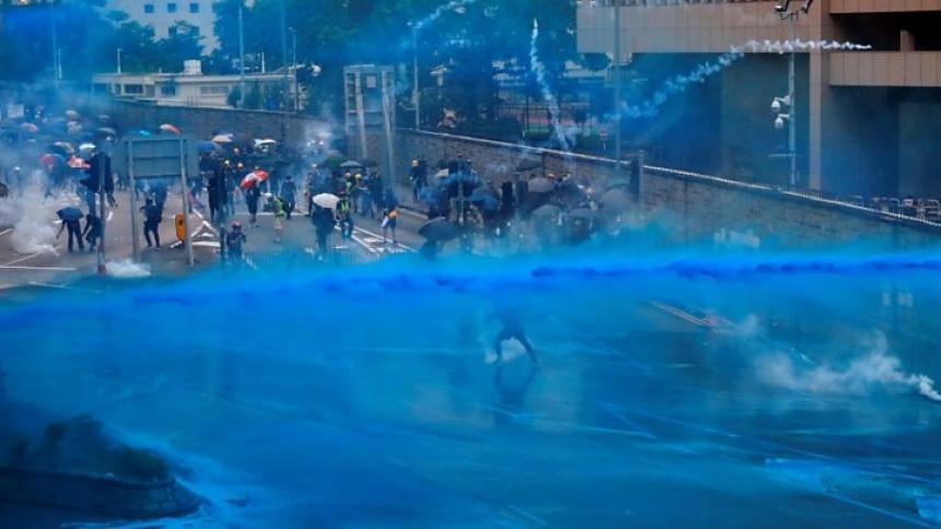 Nove barikade prema aerodromu u Hong Kongu