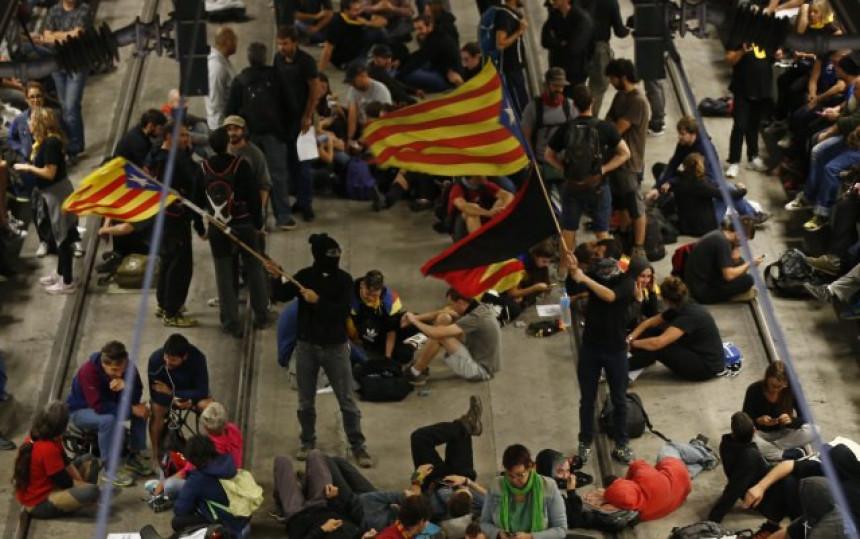 Хаос у Каталонији, блокирали путеве