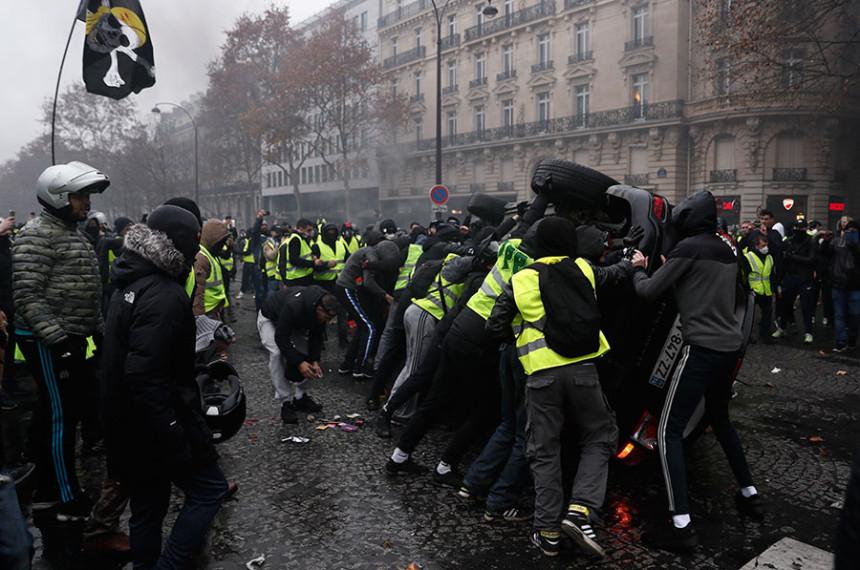 Сукоби у Паризу: Ухапшено 224
