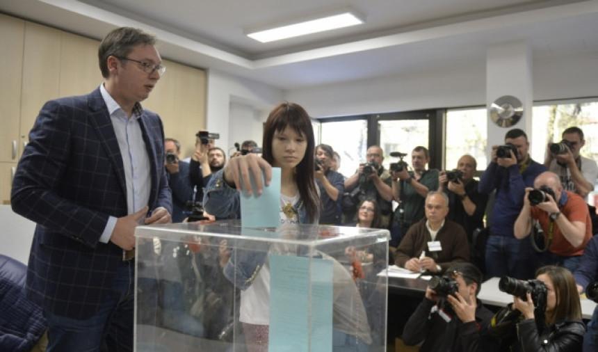Vučić glasao na Novom Beogradu!