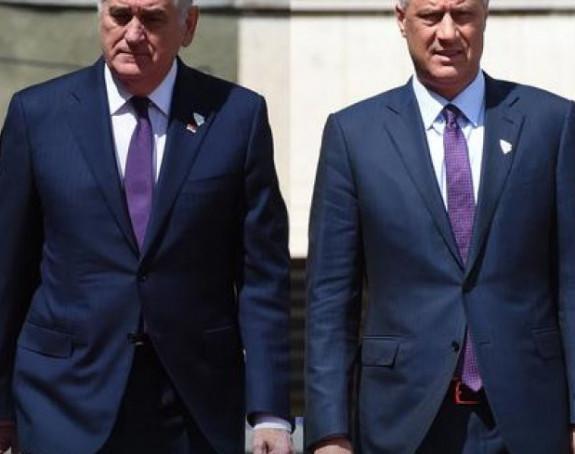 Kao blizanci: Toma i Tači u istim odijelima
