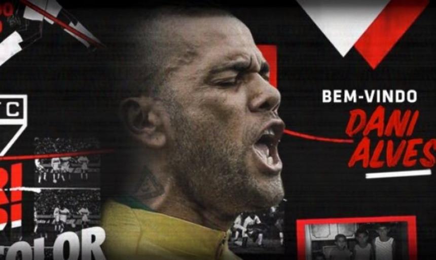 Званично: Дани Алвес се вратио у Бразил и носиће 10!