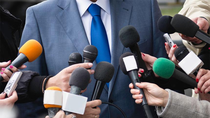 Novinarima status službenog lica?