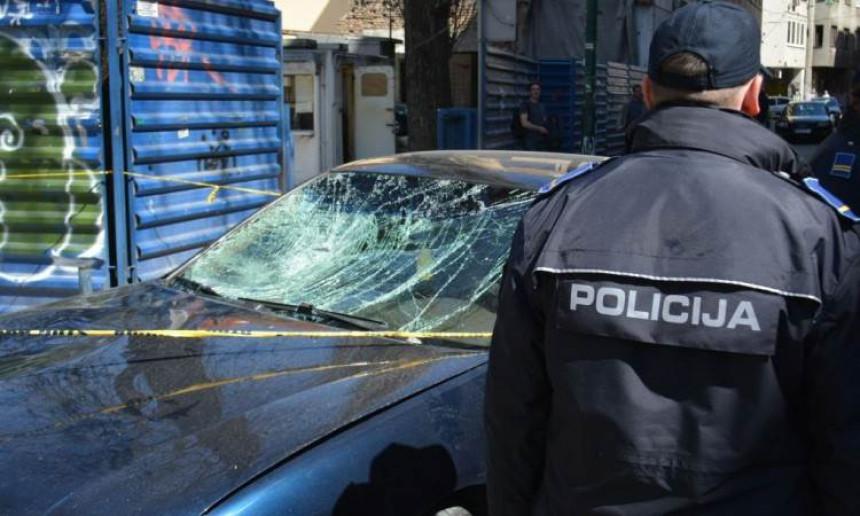 Bivši komesar sjekirom oštetio vozilo ministra