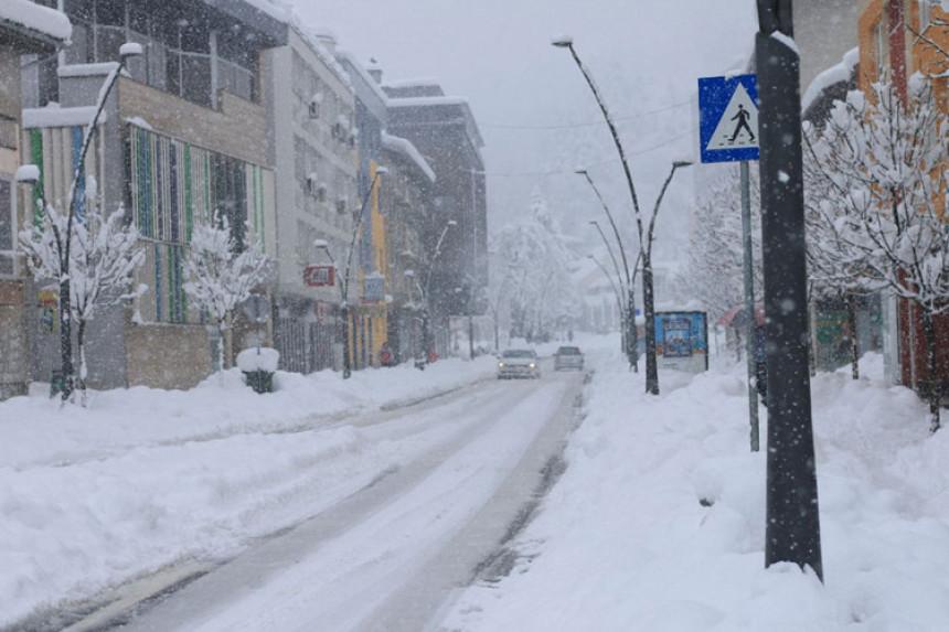 U Bihaću više od 60 cm snijega