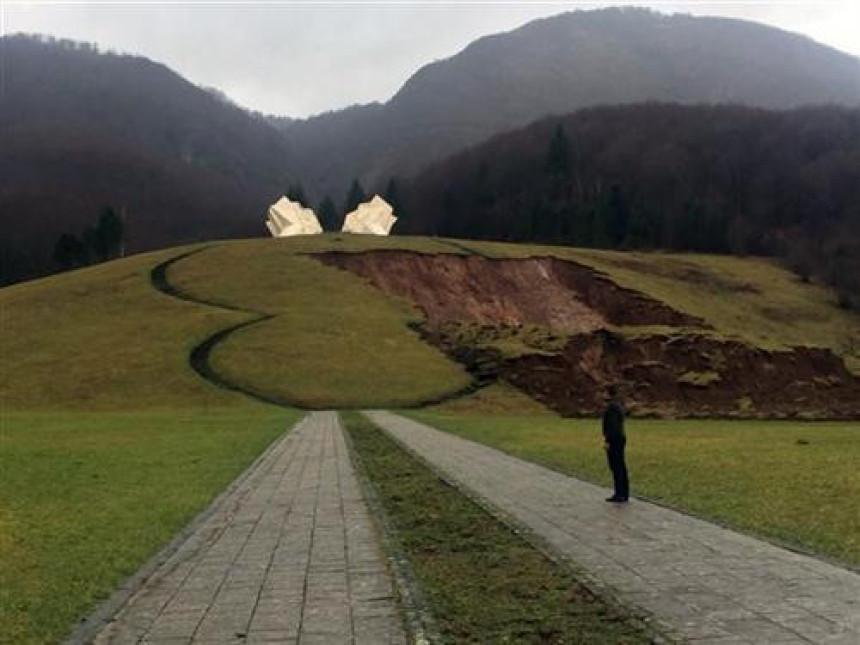 Klizište prijeti spomeniku