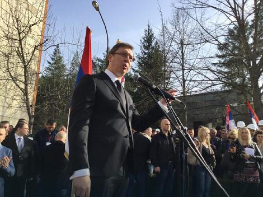 Vučić na Kosmetu: Bombu su bacili Srbi