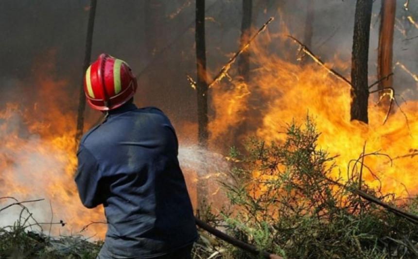 Vatra prišla kućama, povrijeđeni vatrogasci