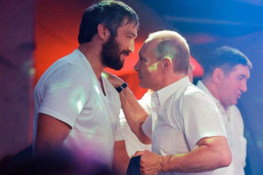 Hokejaš pravi pokret za Putina