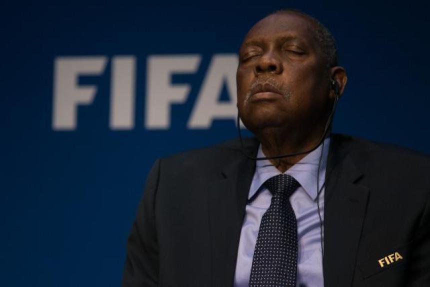 Video: Smejurija FIFA – predsjednik zaspao na konferenciji!!!