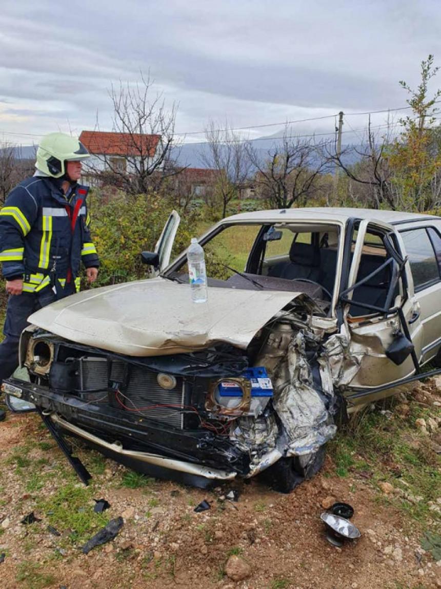 Nesreća kod MO: Izvučen vozač iz smrskanog auta