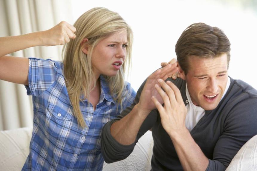 BL: Zbog prevare pretukla momka!