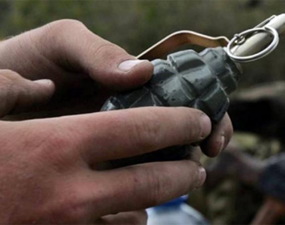 CG: Htio da baci bombu na tazbinu
