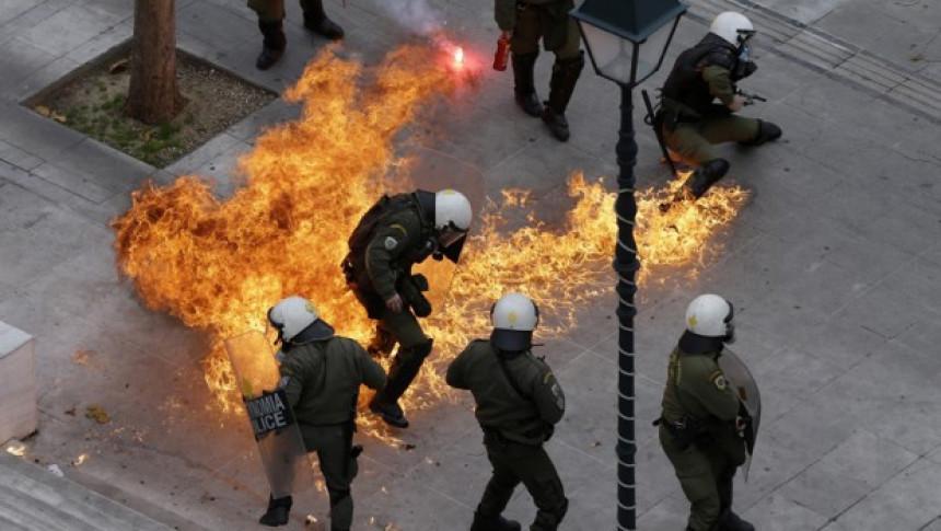 Ulični rat omladine i policije u Atini
