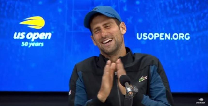 Novaka na konferenciji klinci ispitivali i imitirali!