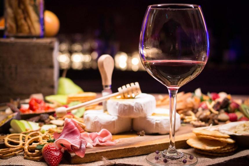 Amerika uvodi carine na vina, sir i viski ...