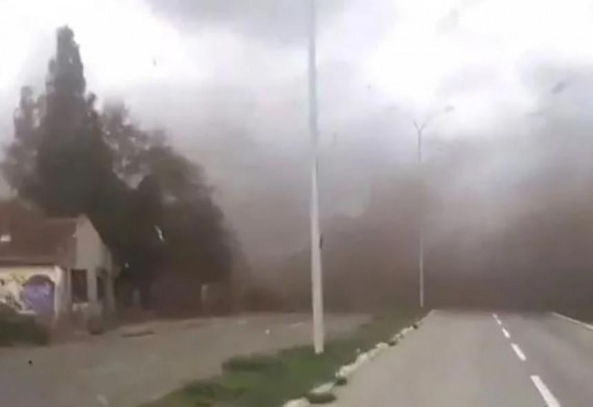 Inđiju pogodio olujni vjetar, dvije osobe poginule