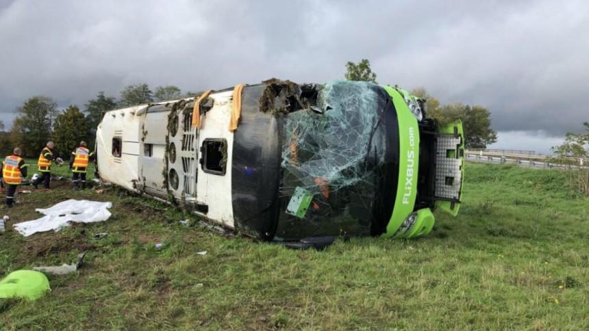 U Francuskoj se prevrnuo autobus, 33 povrijeđeno