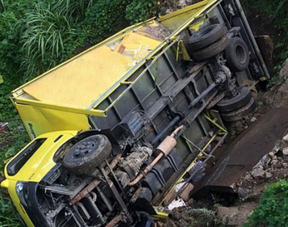 Poginuo vozač kamiona kod Čelinca