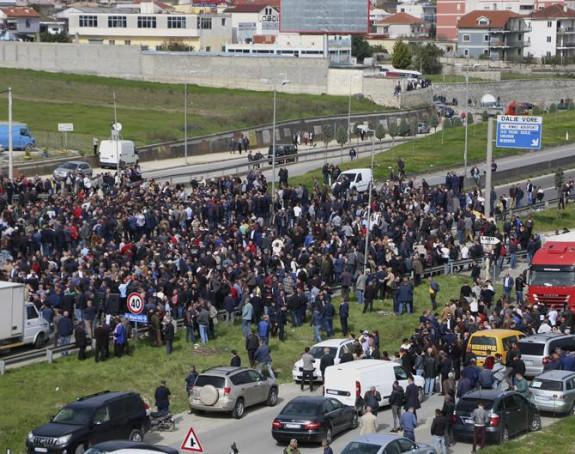 Puteve blokirala opozicija