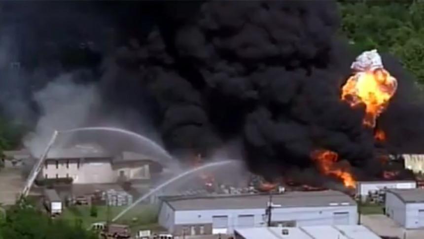 Požar u Hjustonu: Gori skladište