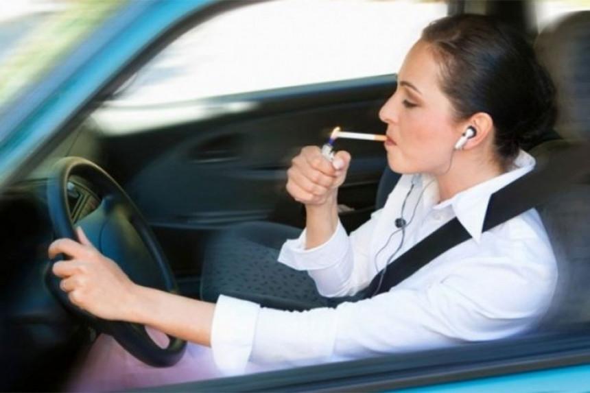 ВИСОКЕ КАЗНЕ: 1.500 евра за пушење у ауту
