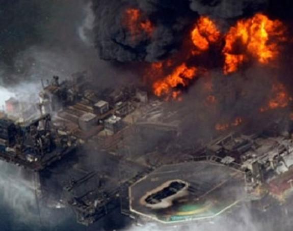 Gori naftna platforma: Nestalo 30 radnika