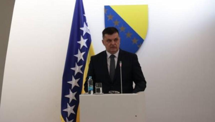 Počela sjednica, Zoran Tegeltija izlaže ekspoze