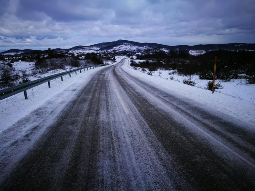 Због снијега отежан саобраћај
