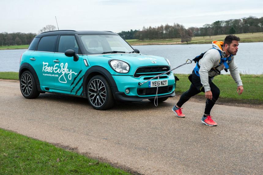Pretrčao maraton vukući automobil!