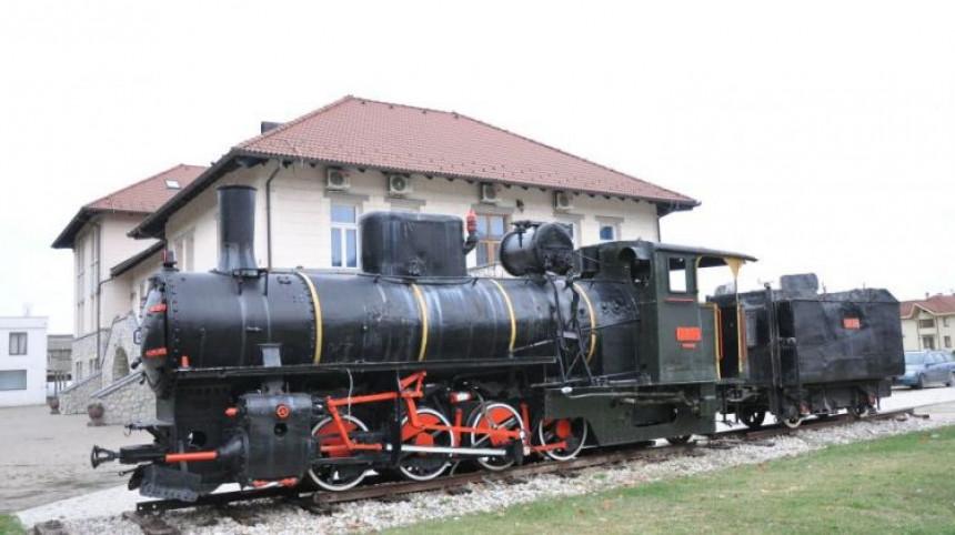 Lokomotiva s otpada atrakcija u Ugljeviku