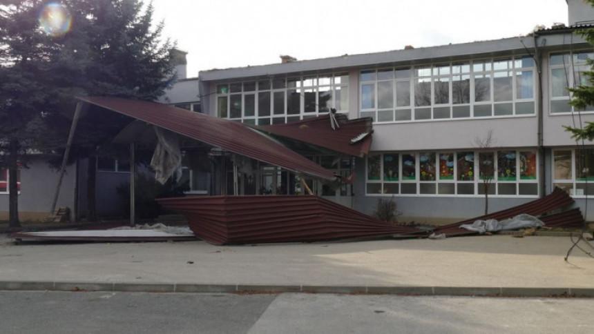 """Vjetar odnio krov sa Osnovne škole """"Vitez"""""""