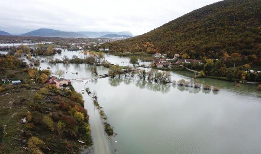 Poplavljene kuće i putevi u Crnoj Gori
