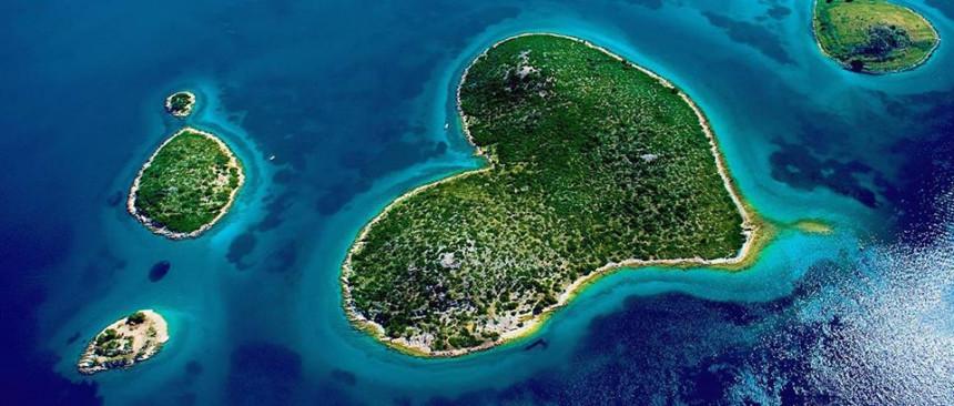 """Једно од четири """"срцолика"""" острва на свијету, налази се у комшилуку"""