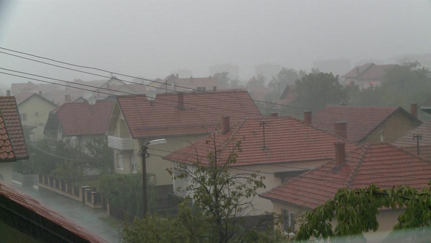 Olujno nevrijeme protutnjalo kroz Bijeljinu