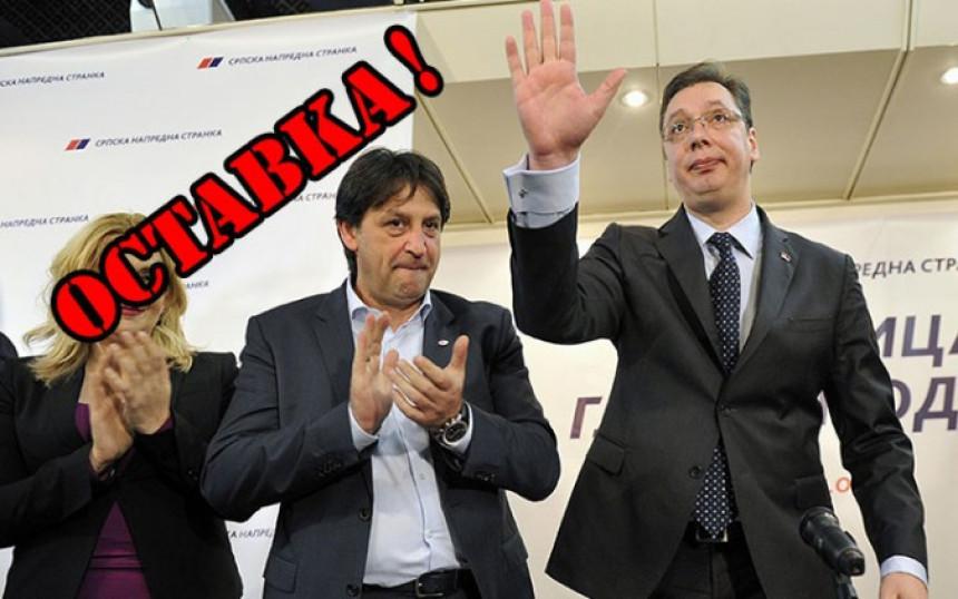 Gašić ne može da ostane ministar