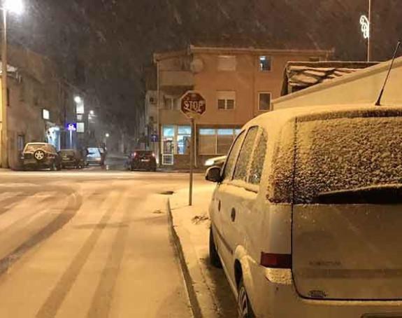 Snijeg prekrio grad na Neretvi