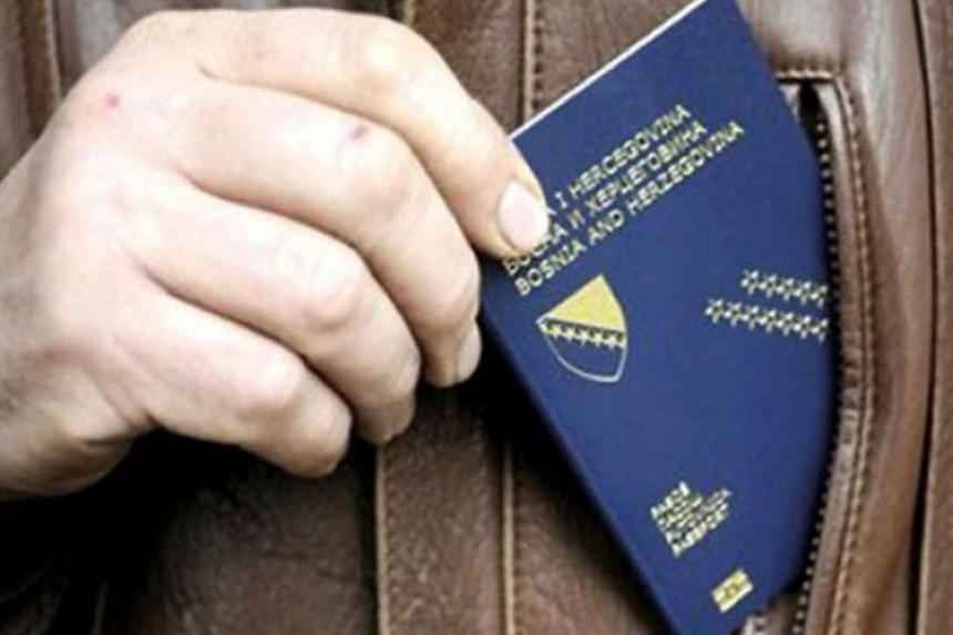 Alarmantno:  Iz BiH odlaze cijele porodice