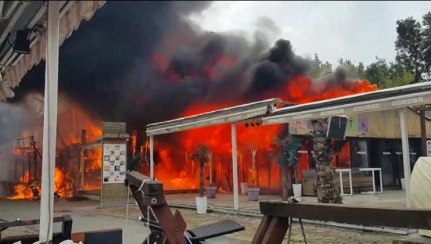 Izgorio restoran na Adi Huji