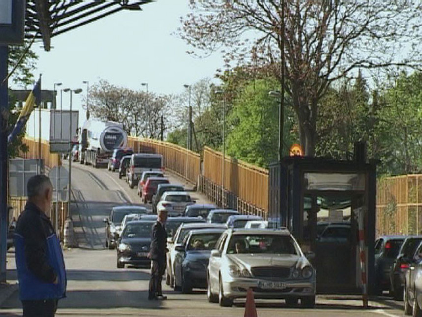 Kolone na prelazu Gradiška, gužve i u Brodu
