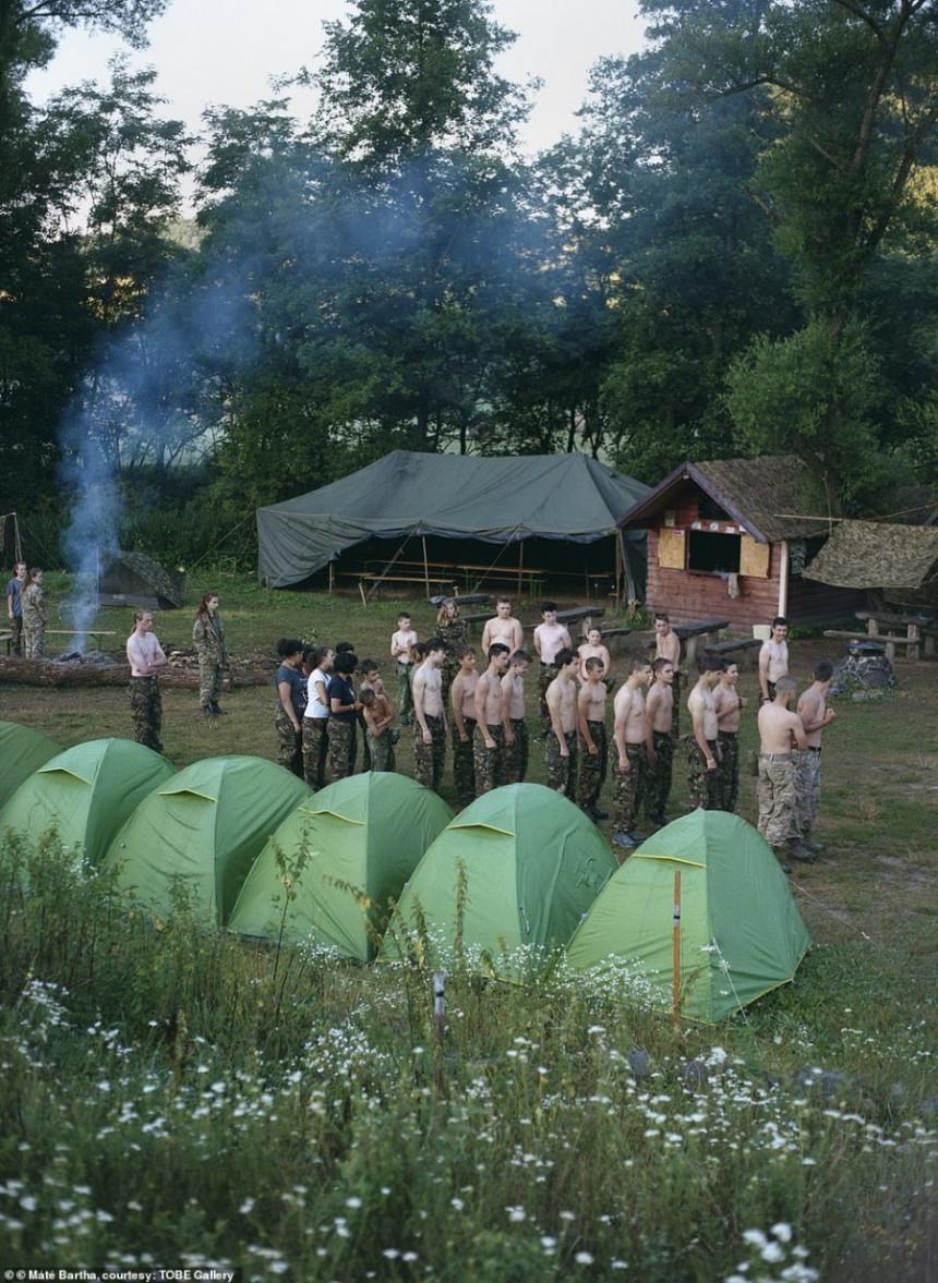 Šokantni snimci iz dječijeg vojnog kampa (FOTO)