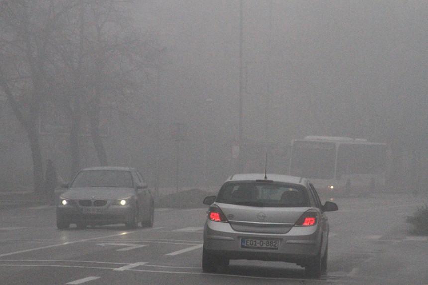 Korisni savjeti: Kako voziti po magli?