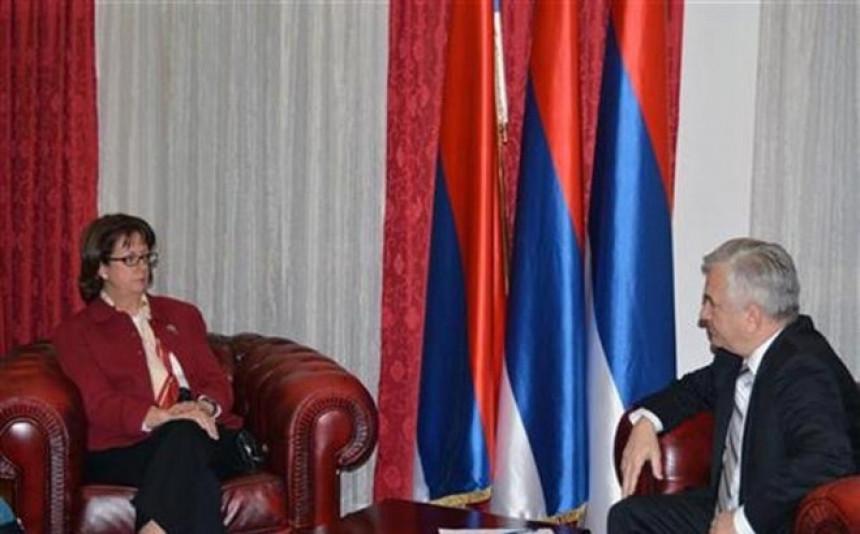 Ambasadorka SAD u NSRS kod Čubrilovića