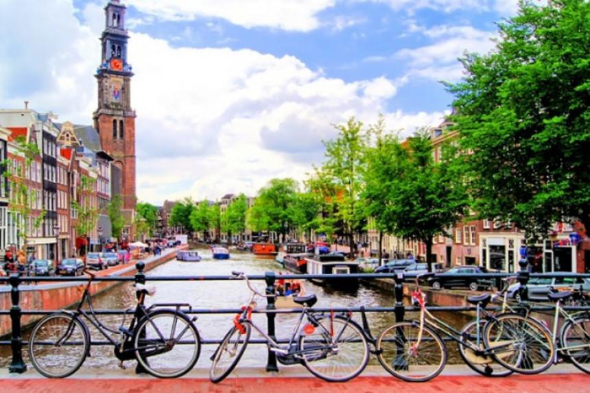 Prebacuju 250 firmi u Holandiju