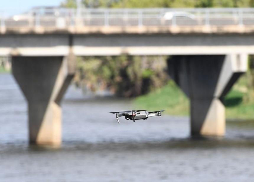 Dron blokirao aerodrom