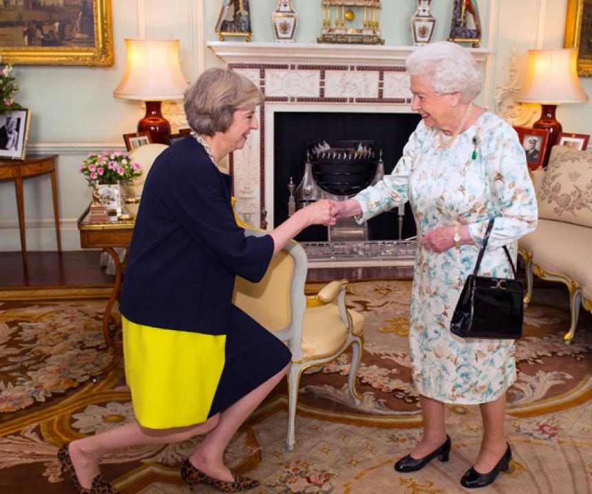 Mej od kraljice tražila mandat